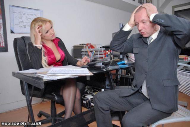Обаятельная секретарша