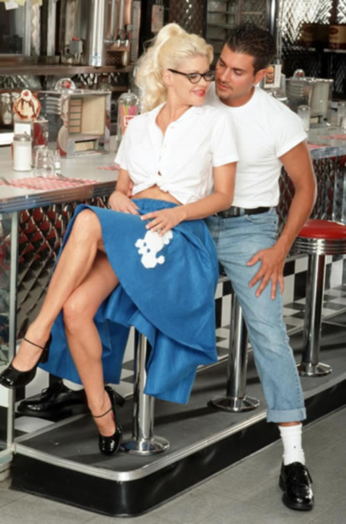 Официантка и бармен