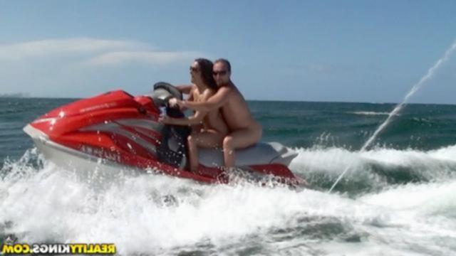 Секс на водном мотоцикле