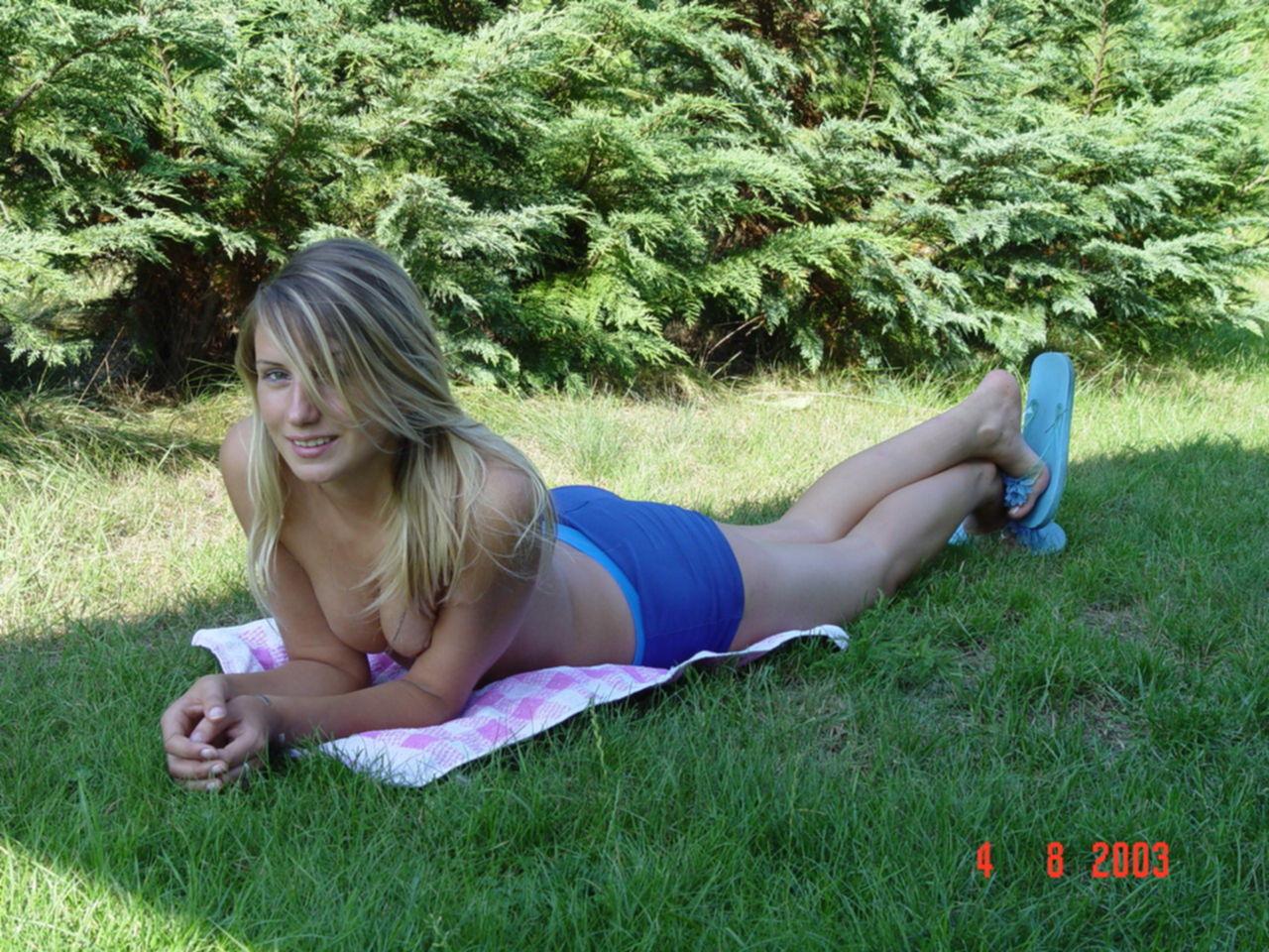 На лужайке
