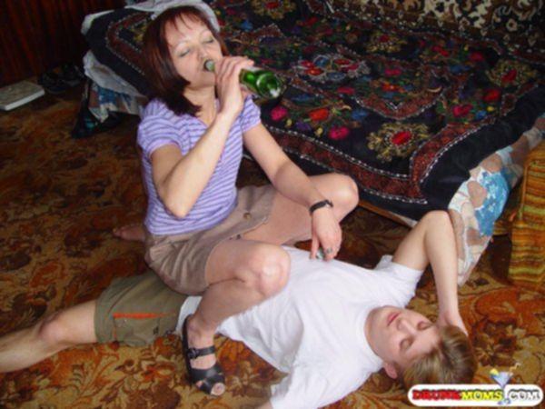 Насилует пьяного сына