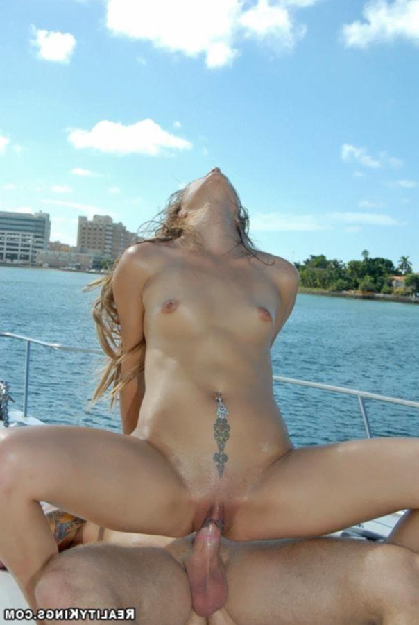Прокатилась на яхте