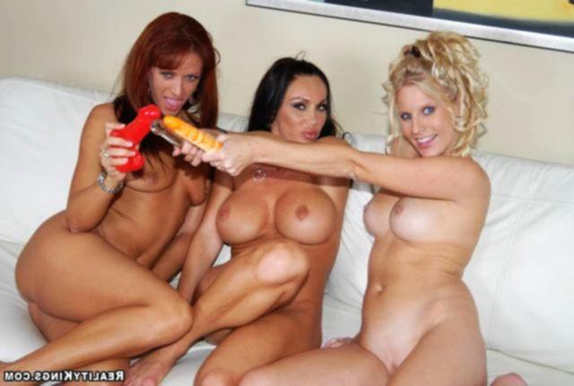 Троица домохозяек